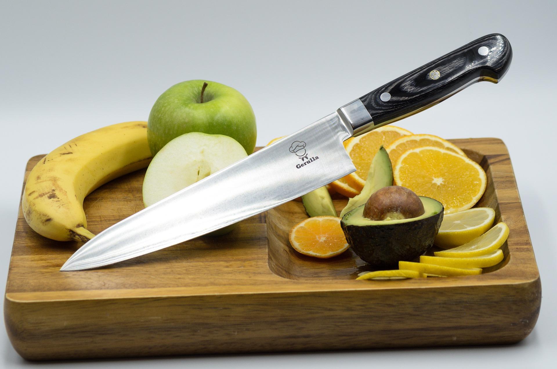 Magnetická lišta na nože